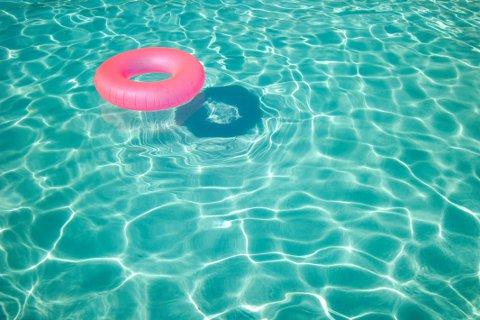 plivanje kontaktne leće, plivanje s kontaktnim lećama, kupanje s lećama