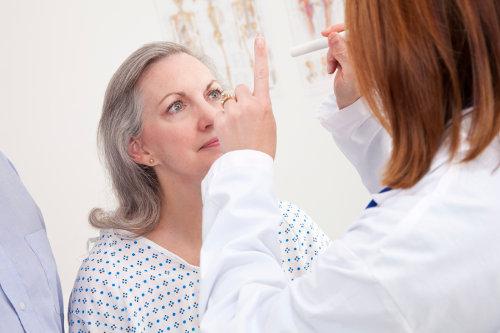 očna mrena simptomi, simptomi očne mrene, mrena simptomi