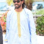 Ibrahim Ahmed nosi sunčane naočale Ray Ban RB 2140