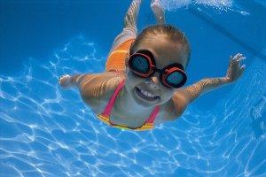 plivanje s kontaktnim lecama, plivanje kontaktne leće, kupanje lece, plivati s kontaktnim lećama