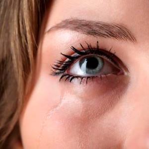 suzenje očiju, suzenje oka, suzenje jednog oka