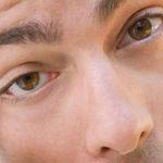 Što učiniti kada leća zapne u oku?