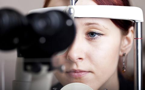 uveitis, uveitis oka, uveitis simptomi, uveitis uzroci, uveitis liječenje, uveitis očiju