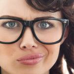 Razmišljate o kupnji jeftinih naočala? Saznajte zašto ih je pametnije izbjeći.